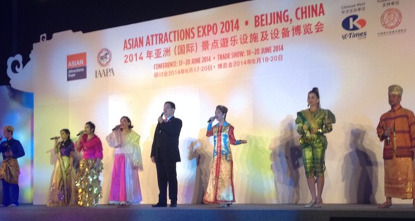 IAAPA President Mario Mamon entertains the crowd at the Asian Attractions Expo Opening Ceremony
