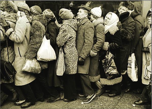queue in communist poland