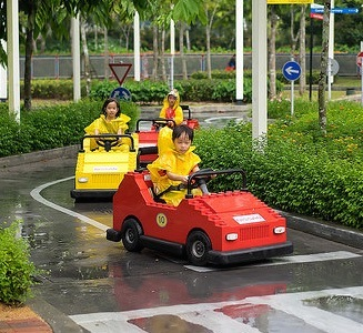 kids driving in rain at legoland