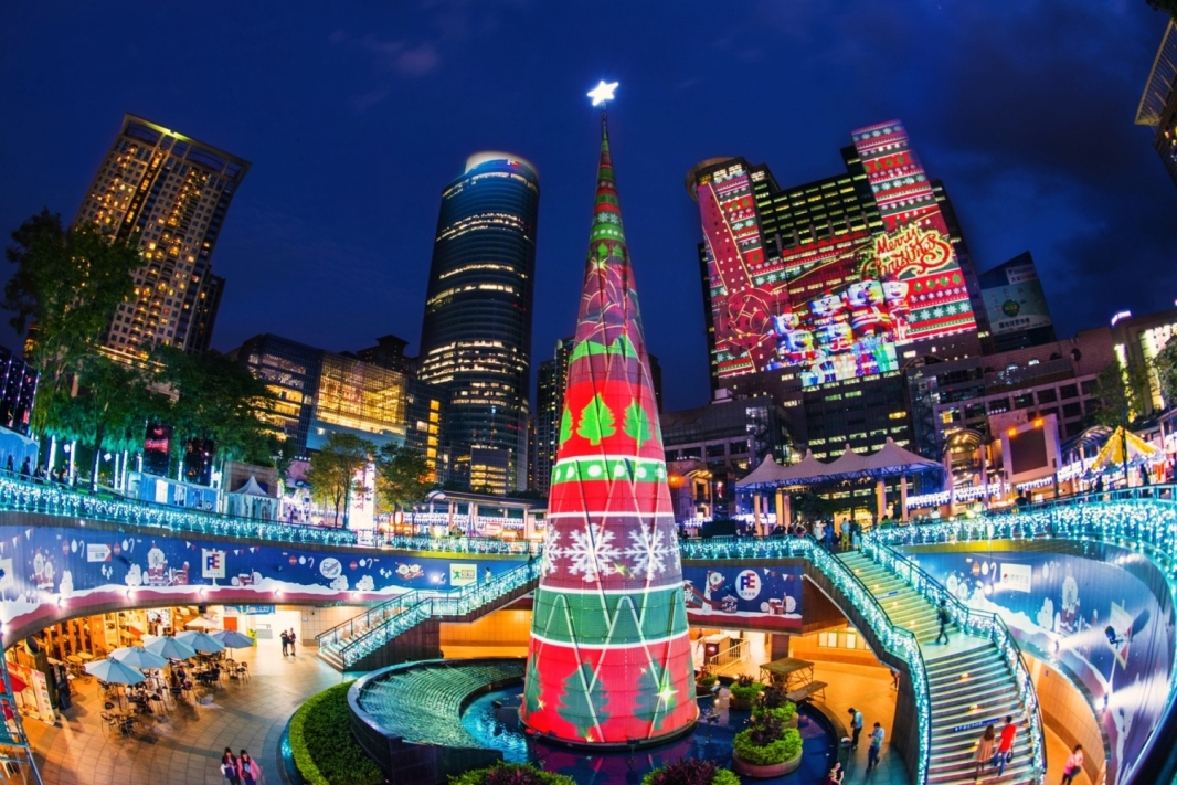 42 Christie Projectors light up christmasland in new taipei city