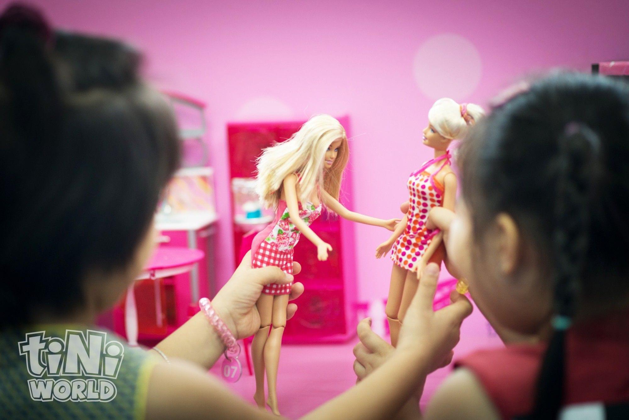 girls play with barbie tiniworld vietnam
