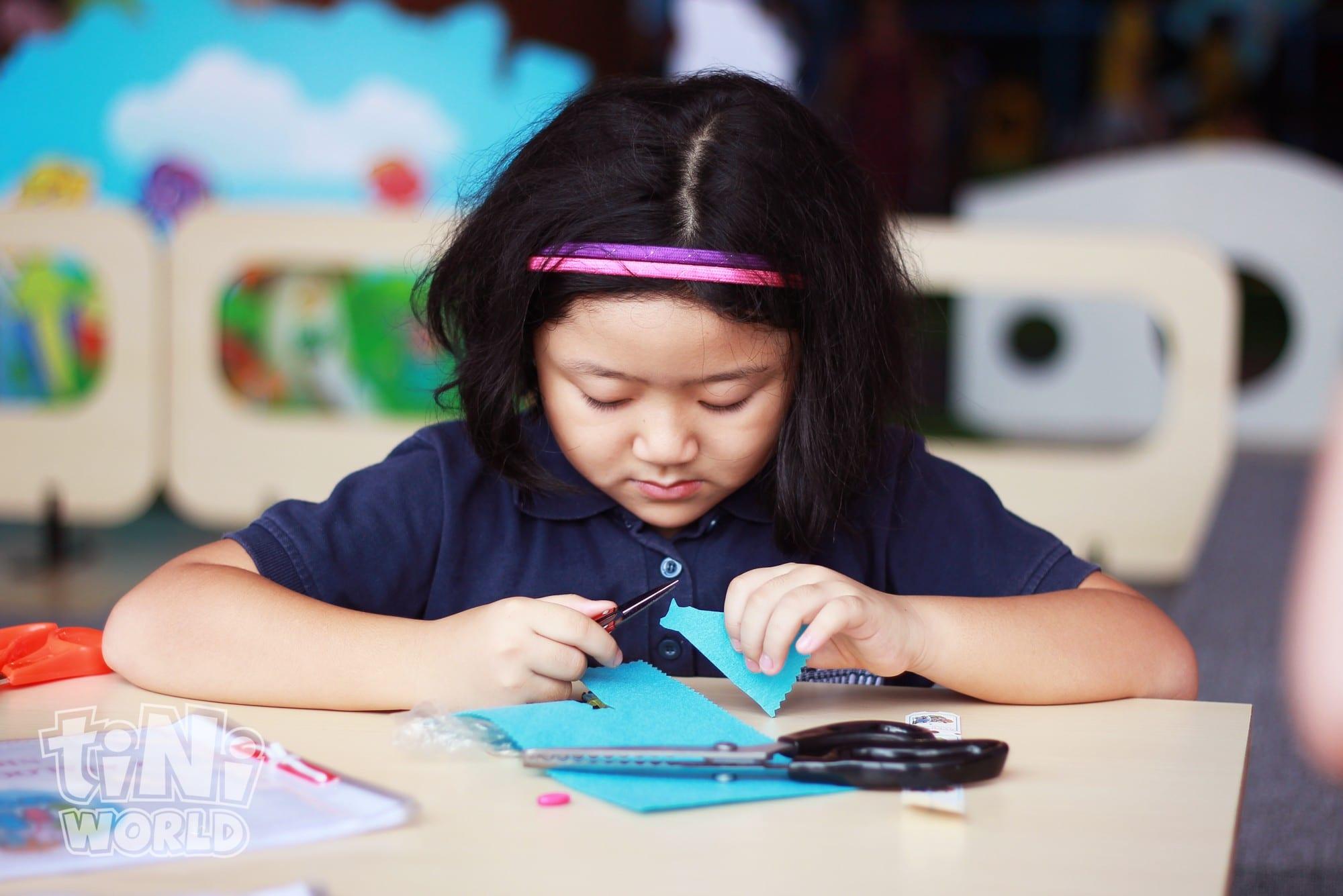 girl crafting tiNiWorld vietnam