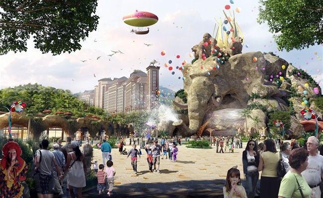 entrance plaza Qingyuan Chimelong International Forest Resort