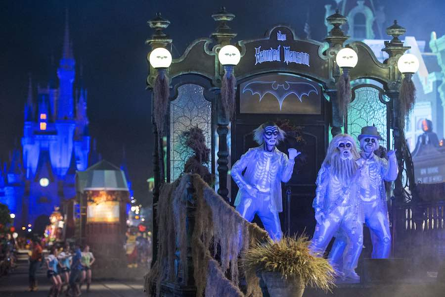 haunted mansion characters at disney parade b