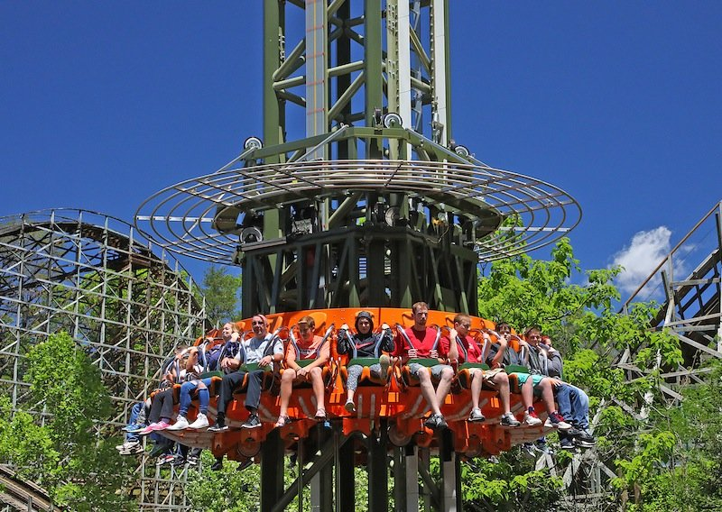 New ride drops into Dollywood for Year of the Family | blooloop