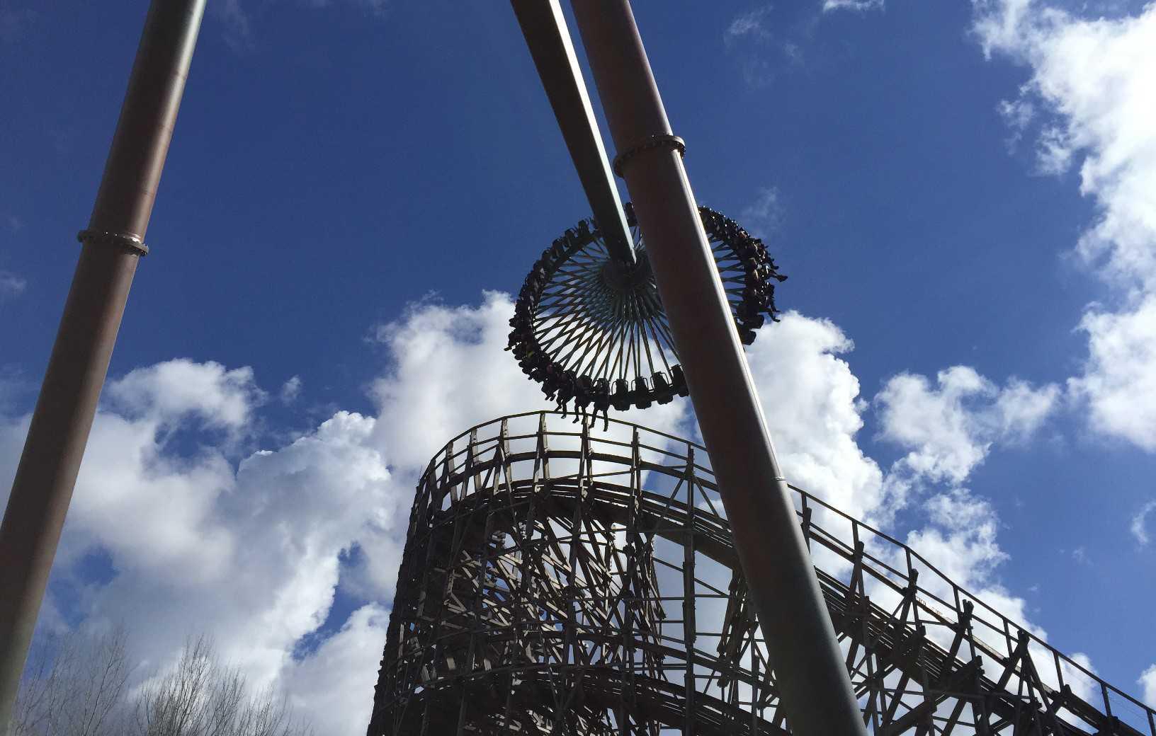 Intamin gyro swing coaster Liseberg