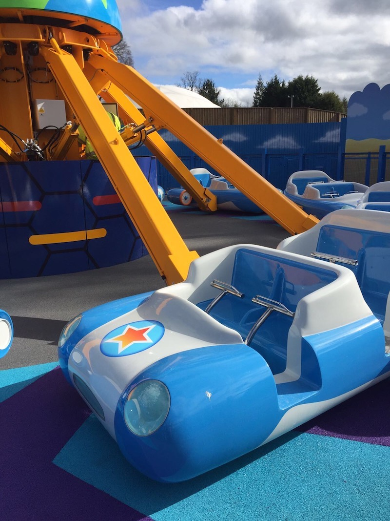 Within the QuadStar Ride cars, every passenger has an individual lap bar