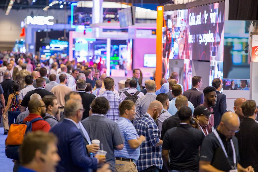 packed aisle at infocomm 2017