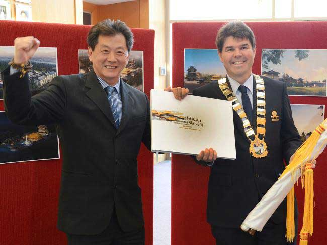 ACTP boss Bruce Zhong former Wyong Mayor Doug Eaton launch plans for Chinese theme park