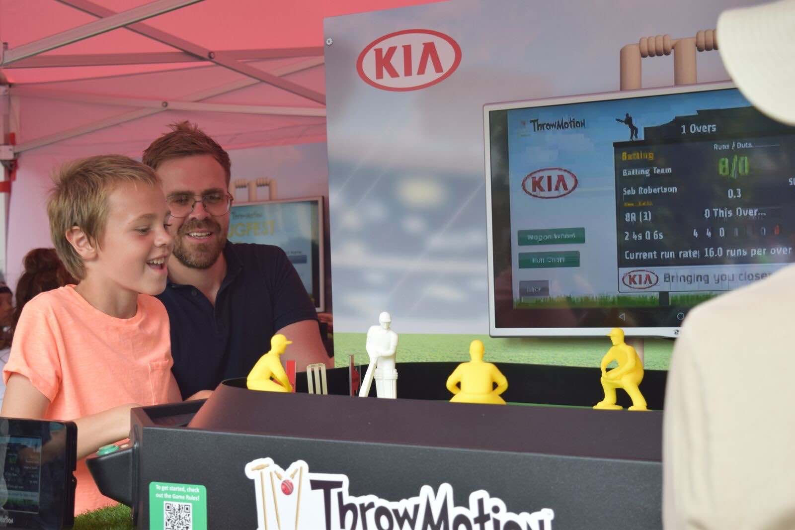 CricketLive! father and son play cricket game at kia oval throwmotion
