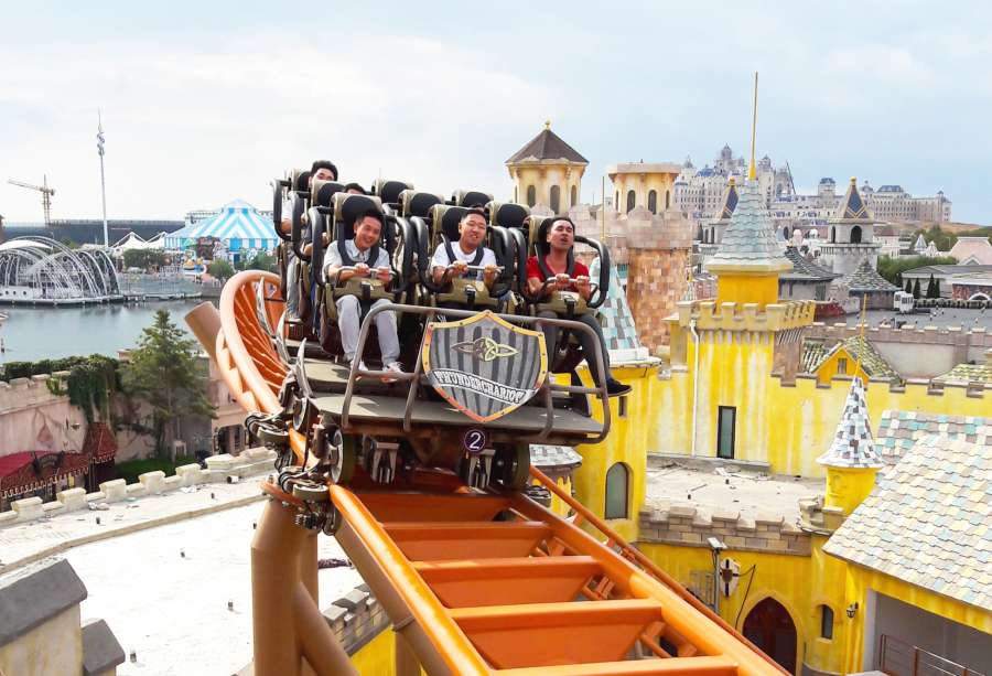 Zamperla's Thunderbolt coaster opens at Haichang's Dalian Discovery Kingdom