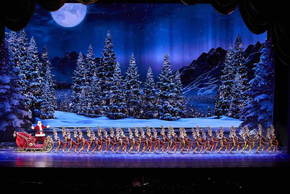radio city rockettes madison square garden santa claus