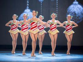 radio city spectacular show dancers