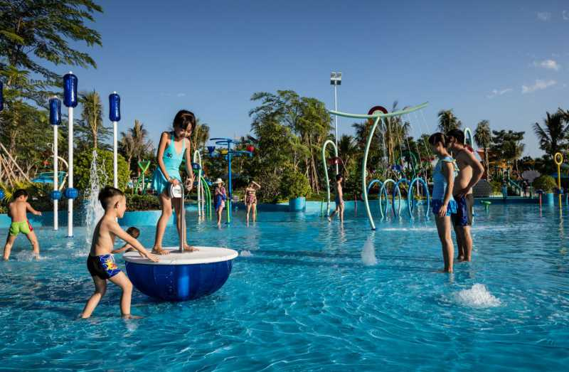 children play on vortex activity equipment at Wanda Xishuangbanna International Resort china