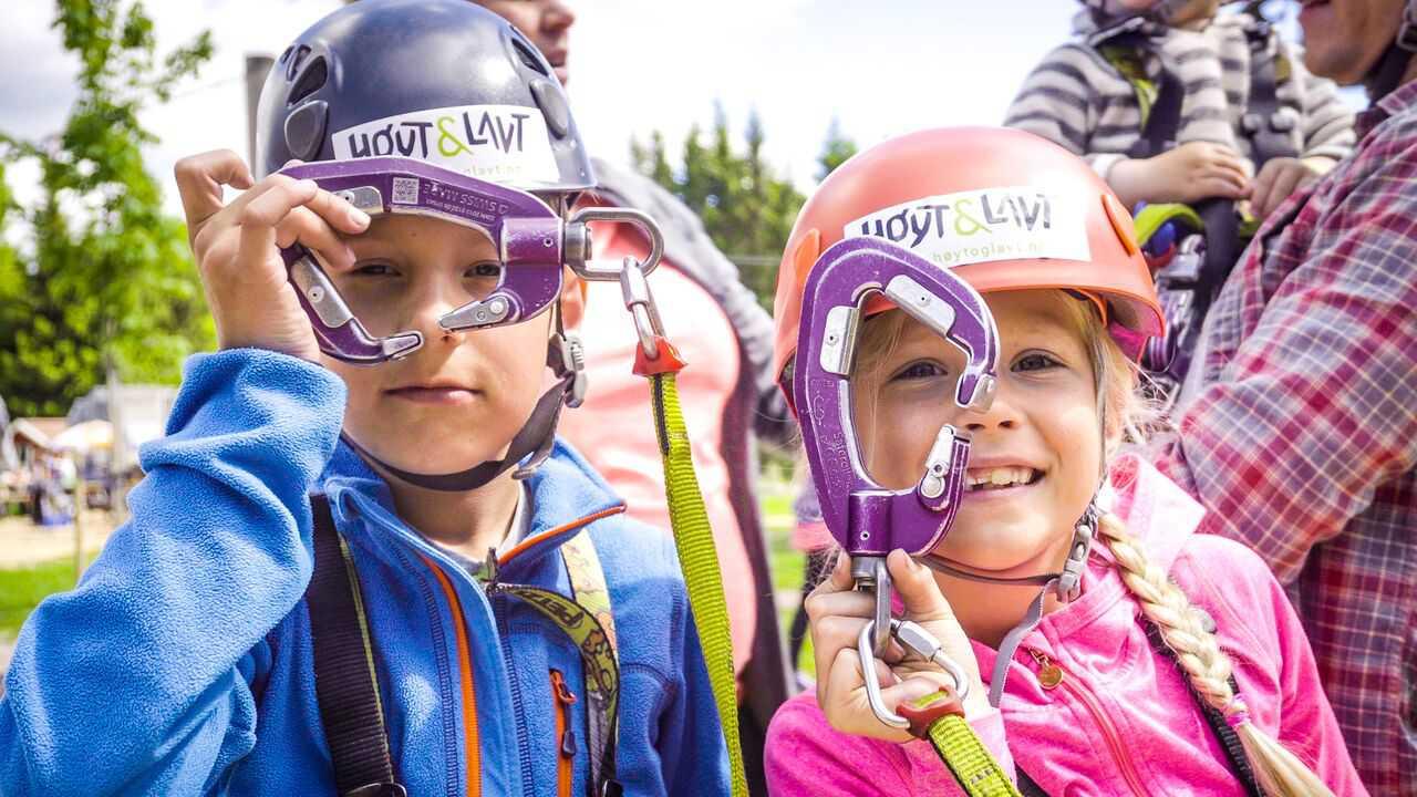 children holding kanopeo speedrunner fixings at hoyt & lavt park