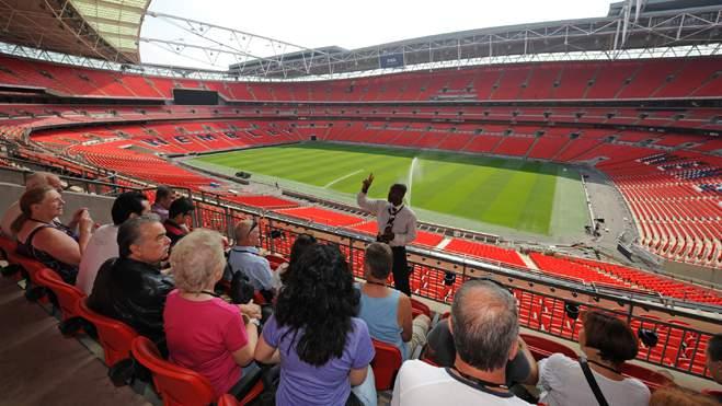 fans taking wembley stadium group tour