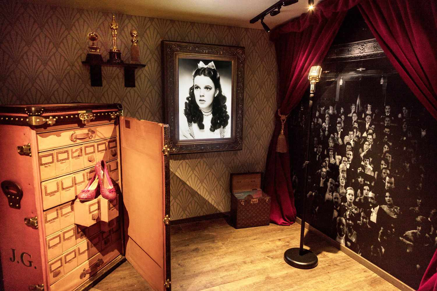louis vuitton trunk designed for judy garland
