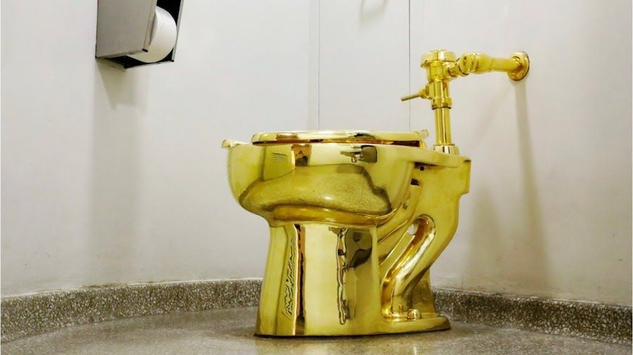 Maurizio Cattelan's solid-gold toilet at New York's Solomon R. Guggenheim Museum (1)