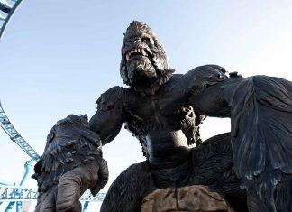 EOS rides massive animatronic King Kong in spinning coaster at CarthageLand, Tunisia