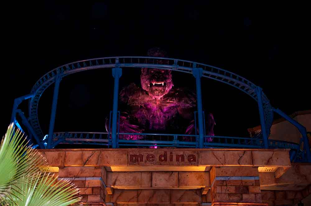 EOS rides massive animatronic King Kong in spinning coaster at CarthageLand