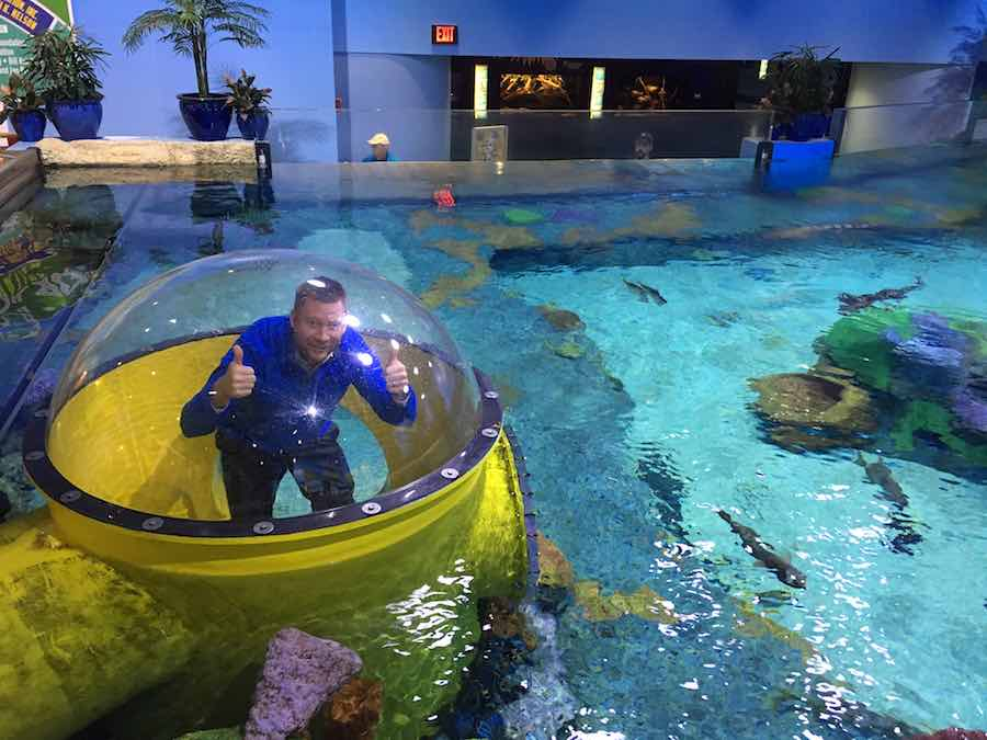 Chad Smith. lhm in aquarium a (2)