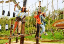 women on ropes course ora!woo!tan! at harvest hill japan