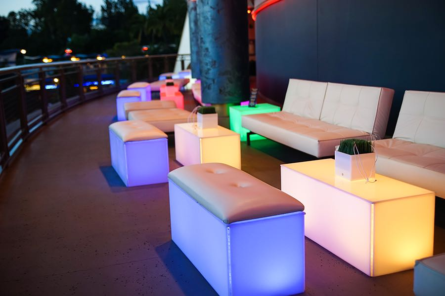 tomorrowland skyline lounge experience disneyland seating x (1)