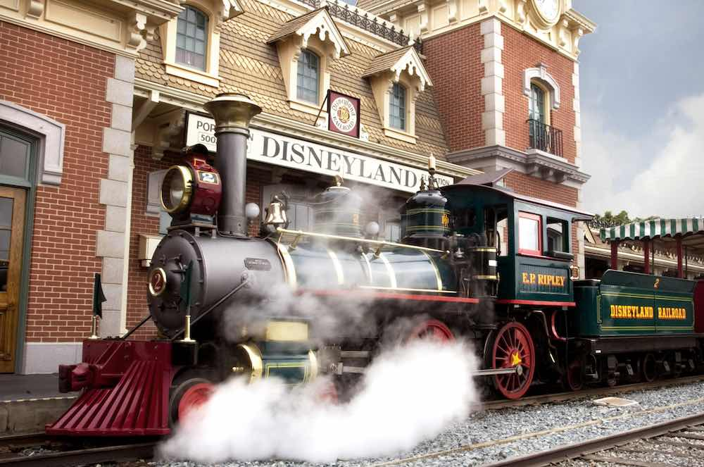 Disneyland-Railroad-at-Main-Street-Station