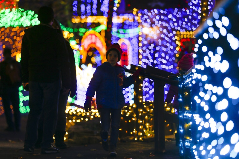silver dollar city christmas in midtown boy lights