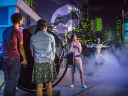 fans enjoy justice league attraction madame tussauds orlando