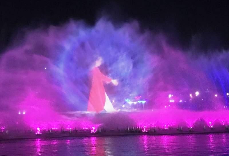Nanhu light and water show, Bozhou, figure walking