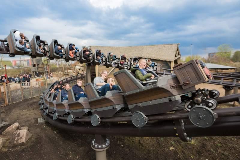kids aboard family boomerang racer