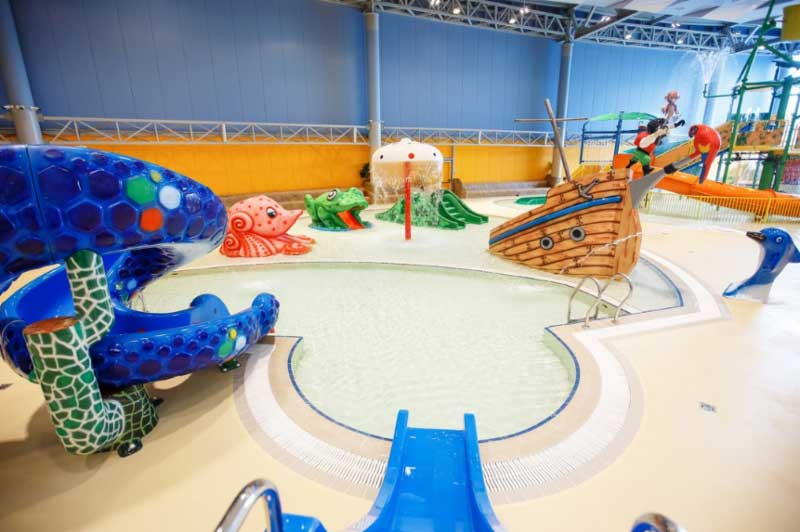 Polin supply waterslides to LetoLeto waterpark Russia childrens play