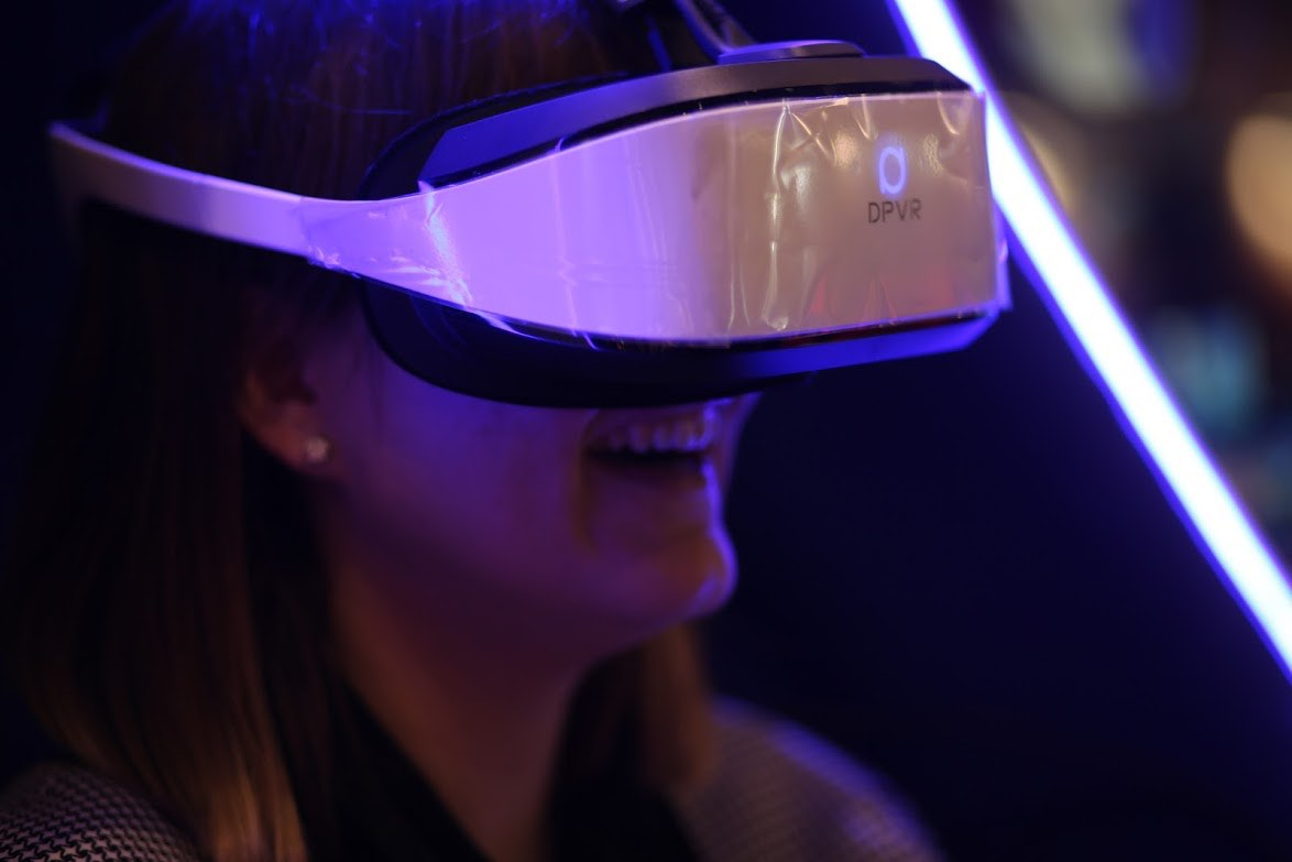 immersive virtual reality headset immotion group.