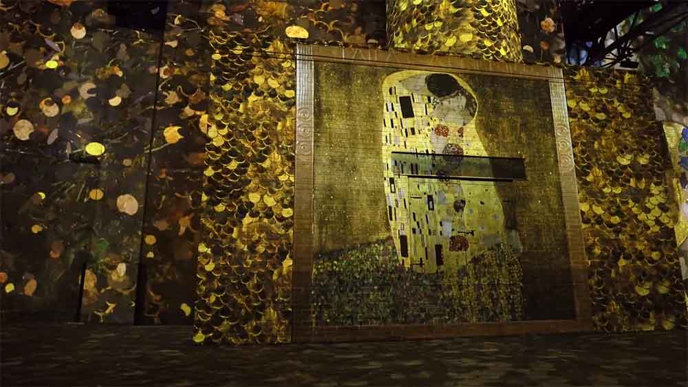 L'Atelier des Lumières Gustav Klimt digital art paris the kiss