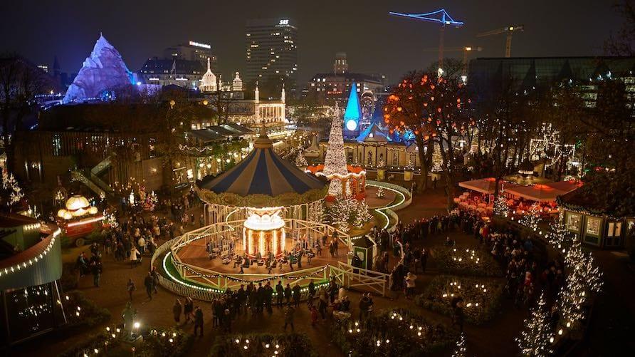 Tivoli-Gardens Svingkarussellen, juletræet og Plänenburg-a