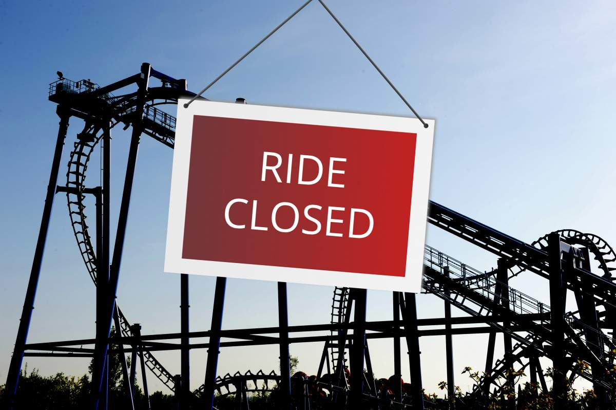 impact of coronavirus on theme parks roller coaster with closed sign - keep track of downtime with mobaro park