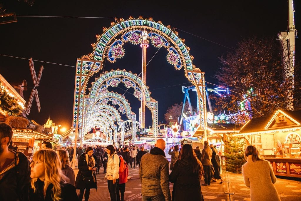 "Hyde-Park-Winter-Wonderland-_Luminaries_arches ""width ="" 1024 ""height ="" 684 ""srcset ="" https://d302e0npexowb4.cloudfront.net/wp-content/uploads/2018/12/22171424/Hyde-Park-Winter -Wonderland-_Luminaries_arches-1024x684.jpeg 1024w, https://d302e0npexowb4.cloudfront.net/wp-content/uploads/2018/12/22171424/Hyde-Park-Winter-Wonderland-_Luminaries_arches-300x200.jpeg 300w, https: / /d302e0npexowb4.cloudfront.net/wp-content/uploads/2018/12/22171424/Hyde-Park-Winter-Wonderland-_Luminaries_arches-768x513.jpeg 768w, https://d302e0npexowb4.cloudfront.net/wp-content/upload 2018/12/22171424 / Hyde-Park-Winter-Wonderland-_Luminaries_arches-690x461.jpeg 690w, https://d302e0npexowb4.cloudfront.net/wp-content/uploads/2018/12/22171424/Hyde-Park-Winter-Wonderland -_Luminaries_arches-1068x713.jpeg 1068w, https://d302e0npexowb4.cloudfront.net/wp-content/uploads/2018/12/22171424/Hyde-Park-Winter-Wonderland-_Luminaries_arches-629x420.jpeg 629w2, https0 // // .cloudfront.net / wp-content / uploads / 2018/12/22171424 / Hyde-Park-Winter-Wonderland-_Luminaries_arches.jpeg 1600w ""tailles ="" (largeur max: 1024px) 100vw, 1024px ""/></a></p> <p>Après avoir expérimenté avec un «Coaster Pass» en 2018/19, IMG a déployé un <a href="