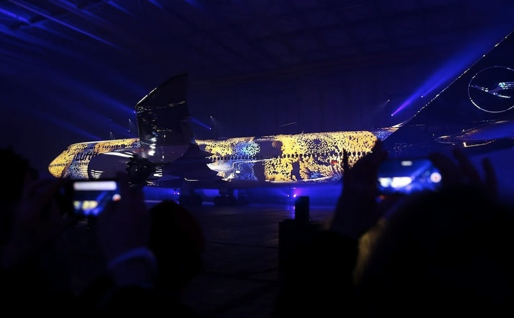 Lufthansa-Christie-projection-in-hangar