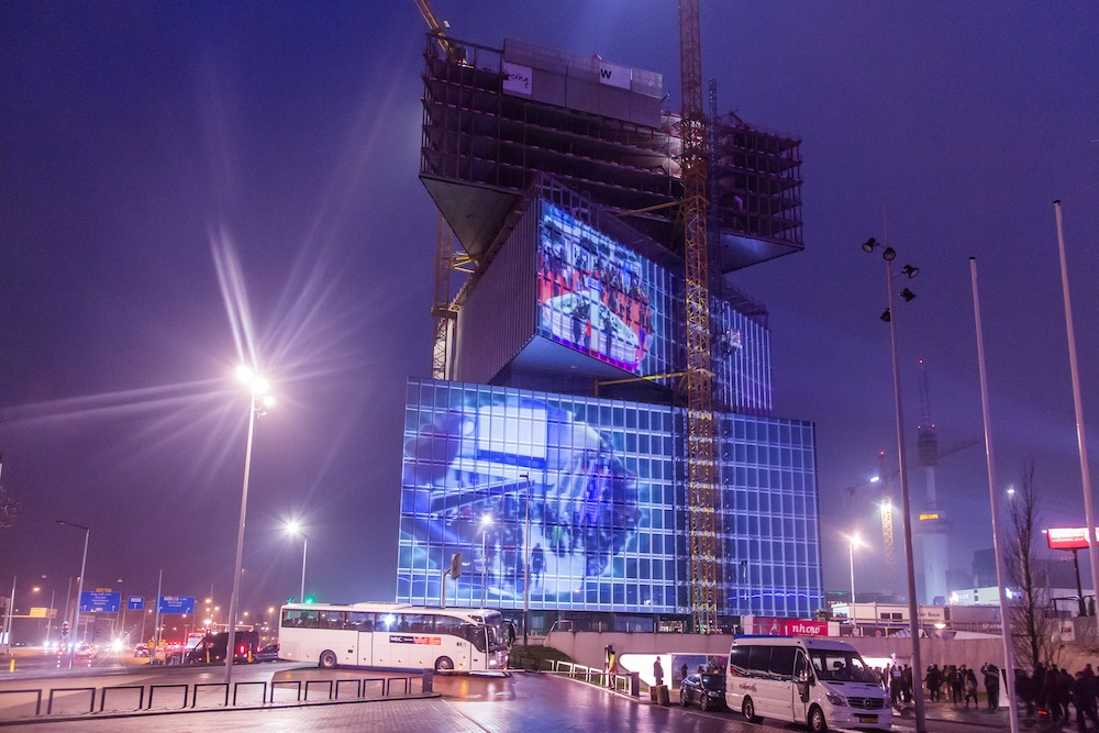 ISE-2019-Amsterdam-projection-mapping-on-hotel