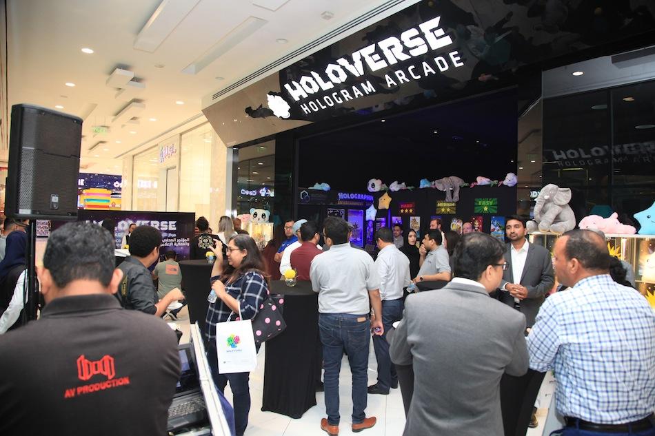 Holoverse-Hologram-Arcade-at-trade-show1