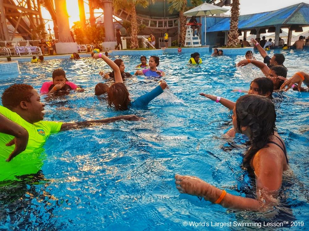 Worlds_Largest_Swimming_Lesson_LagunaWaterpark_Dubai_UAE