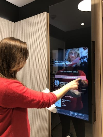 bonprix-Fashion-Connect-Hamburg-shopper-point of sale touchscreen