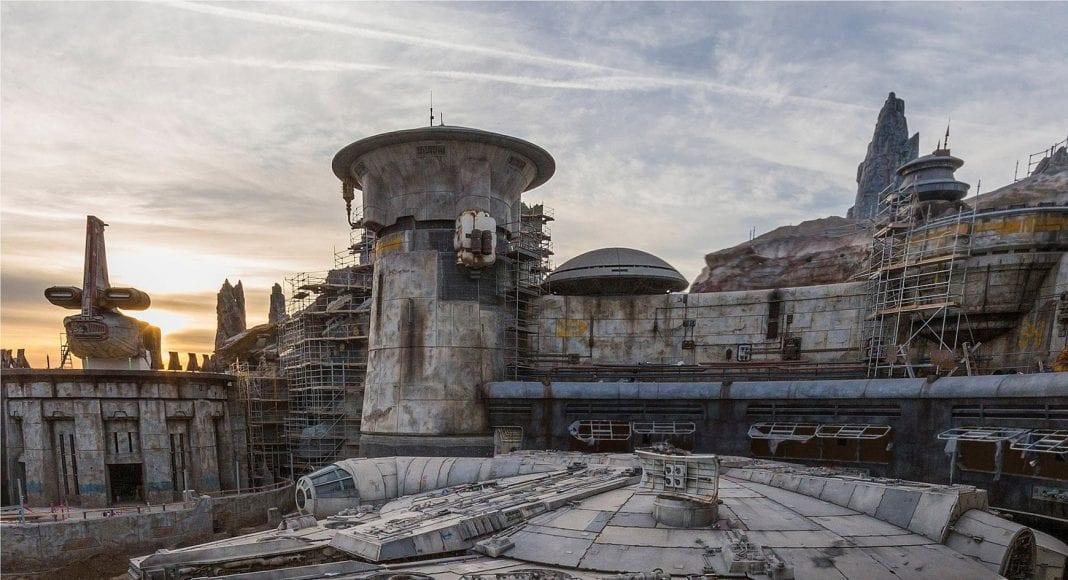 Millennium Falcon- Smugglers Run star wars galaxys edge disney