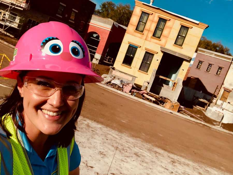 Amanda Trauger taking a selfie in front of the facades at Sesame Street Land at SeaWorld Orlando