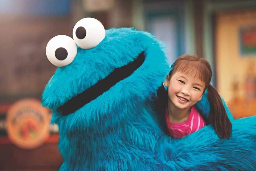 Cookie Monster hugging little girl at SeaWorld Orlando