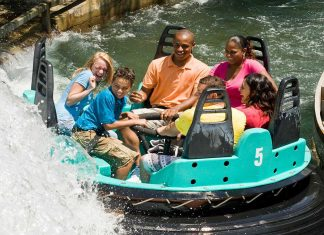 6 guests on Carowind's Rip Roarin' Rapids