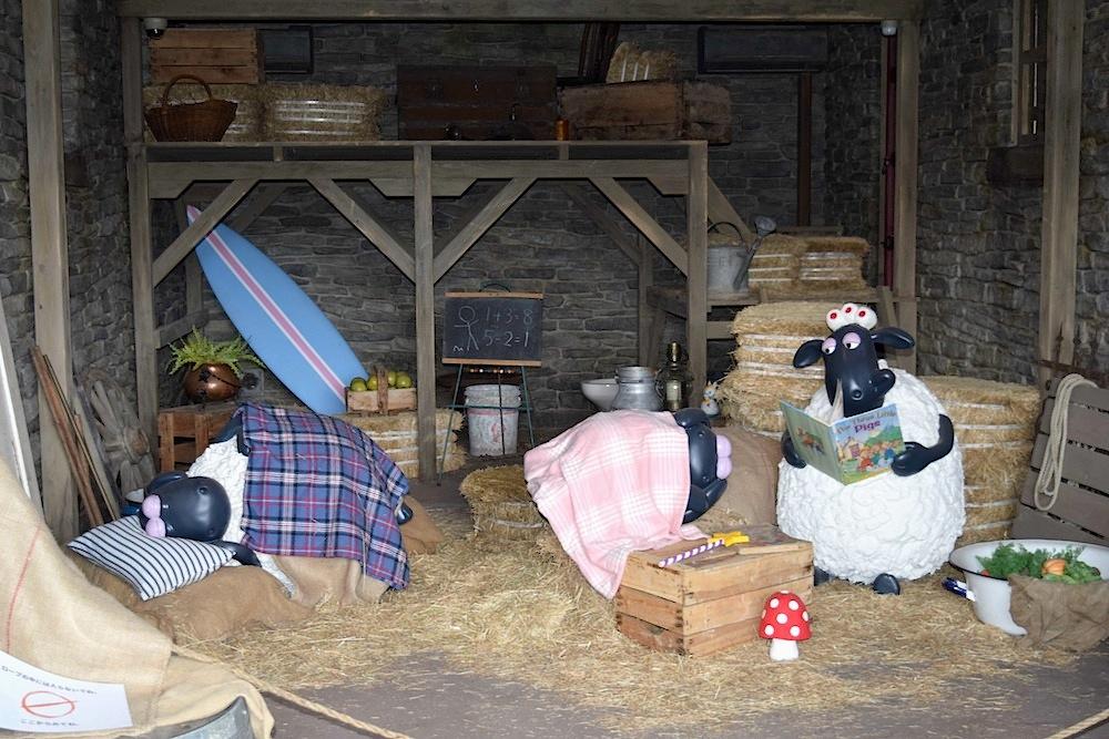 Shaun-the-Sheep-Farm-Garden-at-English-Garden-Rosa-Berry-in-Tawada-Japan_Barn_interior