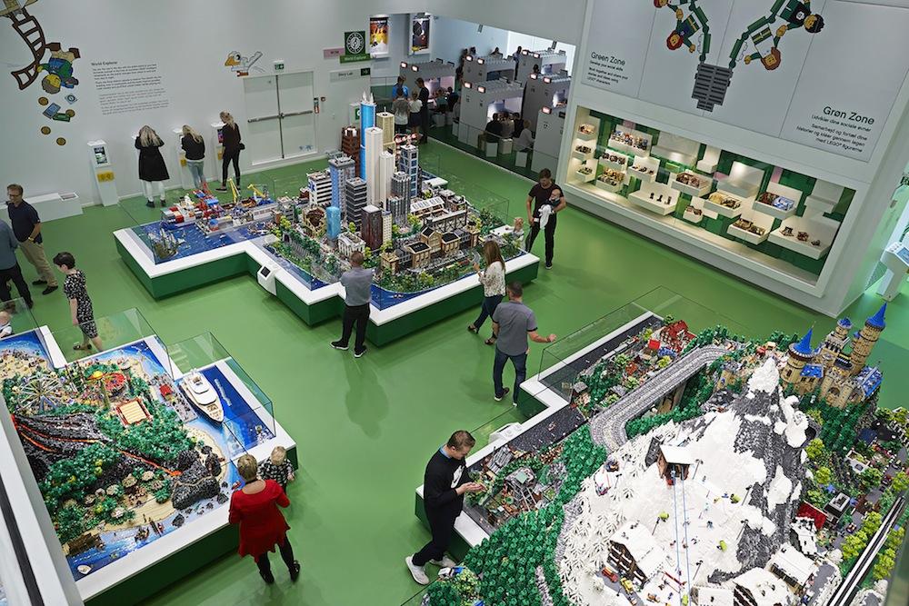 Lego-House-world-explorer