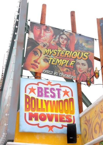 Walibi-Belgium-Popcorn-Revenge-facade-Bollywood-posters